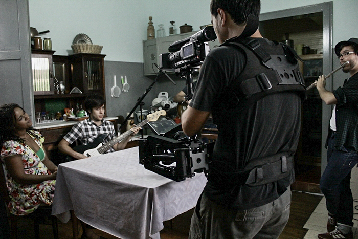 Andre Chesini behind the scenes of Oracao 2